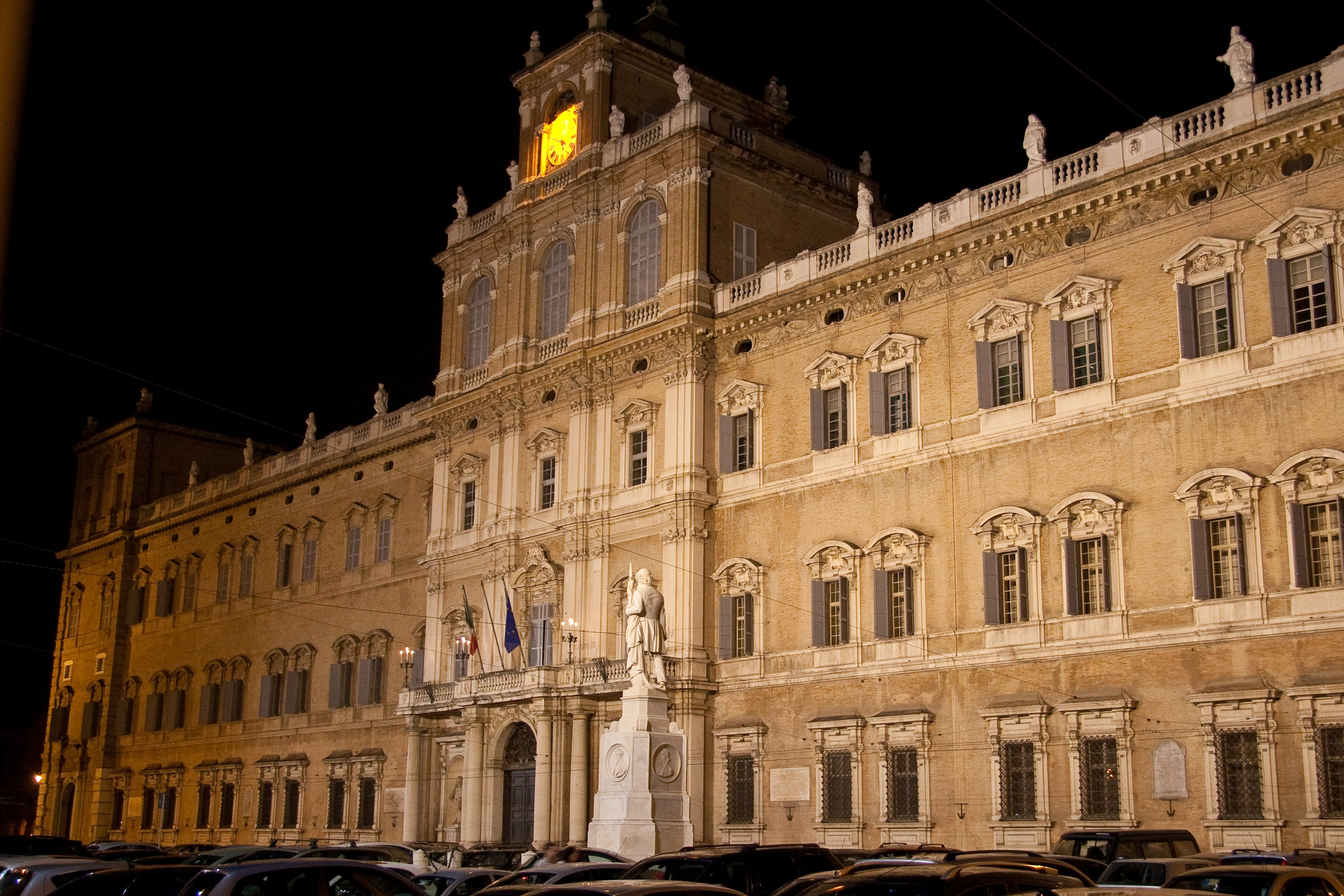 Palazzo_ducale_notte_Modena